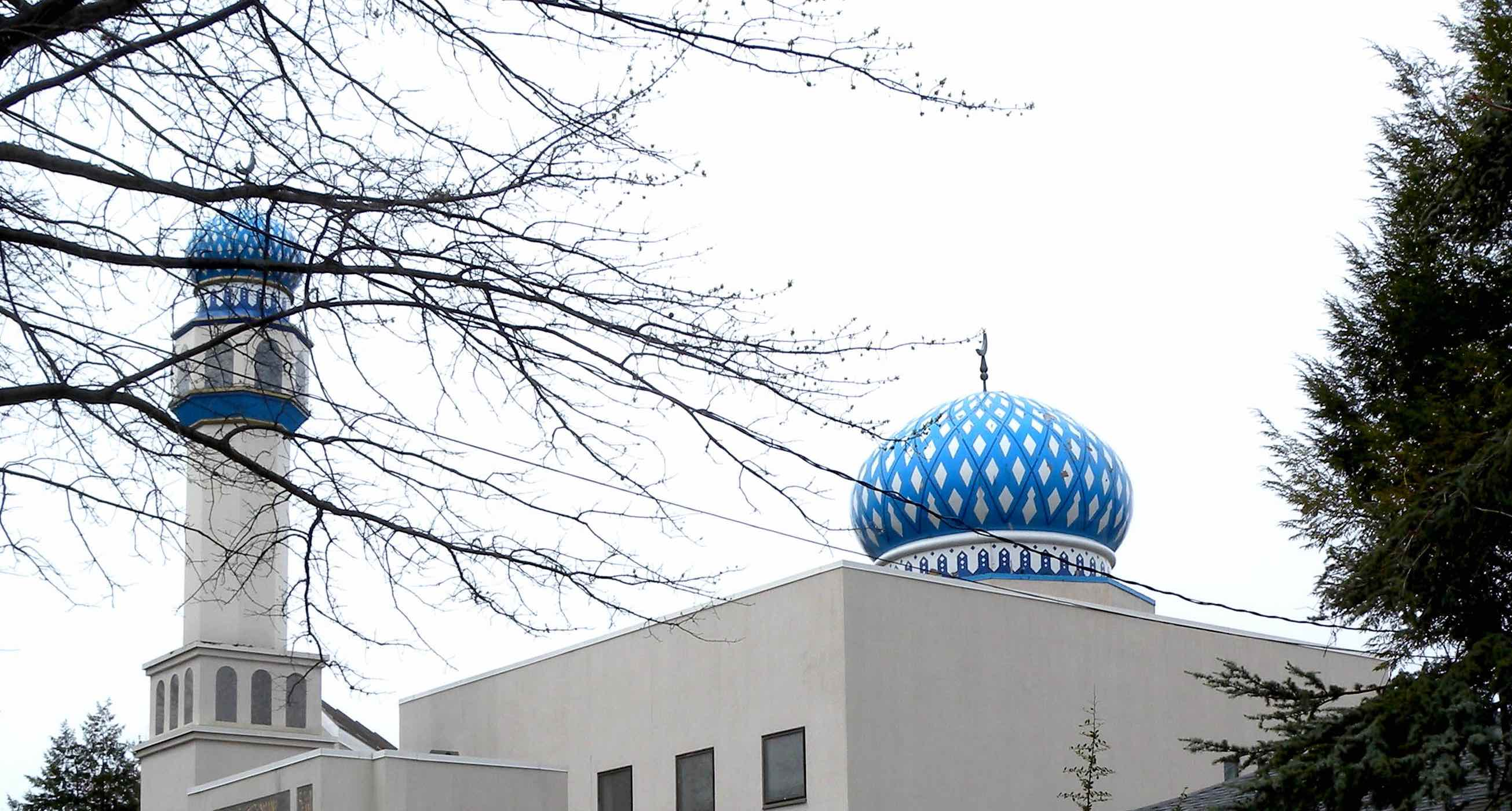 An American mosque with a blue dome